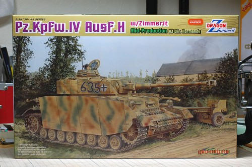 サイバーホビー IV号戦車H型中期生産型 w/ツィンメリット